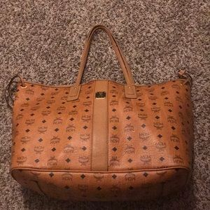 Large reversible mcm bag without clutch